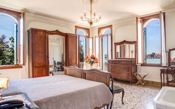 Thiết kế mang đến cảm giác sang trọng và thoải mái cho khách hàng (Pensione Segvso Hotel)