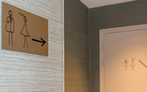 Thiết kế hotel 3 sao cần có khu vực vệ sinh chung (Hotel Lodge Paris)