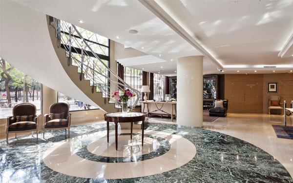 Sảnh khách sạn được thiết kế sang trọng và thu hút (City47 Acta Hotels)