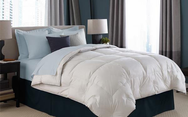 Đổi chăn và tấm phủ nệm có vết dơ trước khi trải ga giường tốt nhất