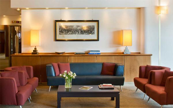 Bàn ghế cho khách hàng nghỉ ngơi (Star Hotels)