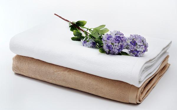 Những chiếc khăn được sản xuất từ chất liệu cao cấp đảm bảo độ mềm mại