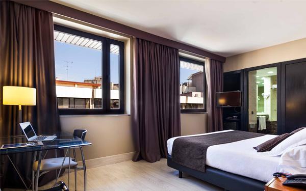 Phòng ngủ thiết kế thoải mái và đầy đủ ánh sáng (City47 Acta Hotels)