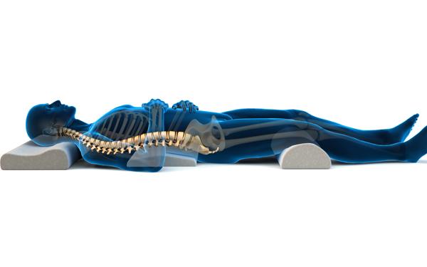 Dùng một chiếc gối gác chân khi ngủ sẽ giúp máu lưu thông dễ dàng hơn