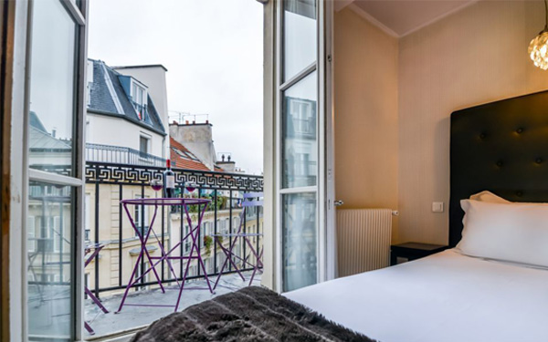 Tận dụng ánh sáng thiên nhiên cho phòng ngủ (Hotel Lodge Paris)
