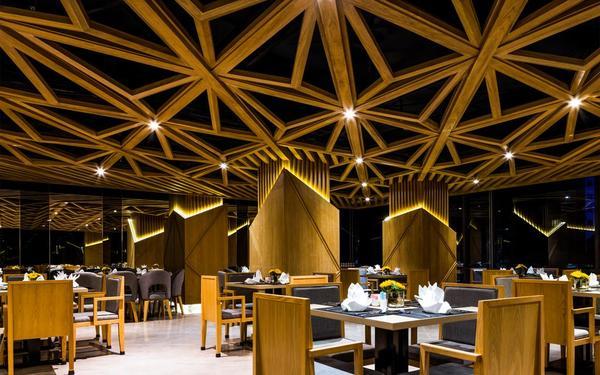 Nhà hàng được thiết kế theo kiến trúc Châu Âu của Alana Nha Trang