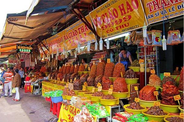Các hàng cá khô được bày bán rất nhiều ở chợ