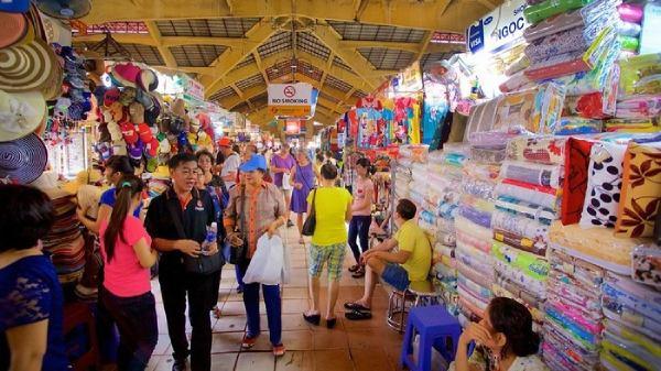 Chợ Tịnh Biên thu hút lượng lớn du khách đến mua sắm