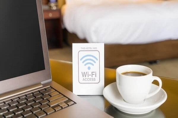 Sử dụng điều hòa, wifi miễn phí trong khách sạn