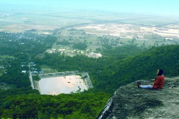 Đứng trên núi Cô Tô ngắm toàn cảnh xung quanh