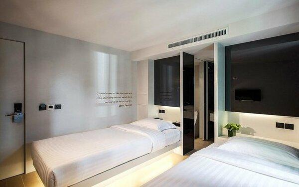 Bố trí giường đôi với cách trang trí đơn giản nhưng vẫn tinh tế