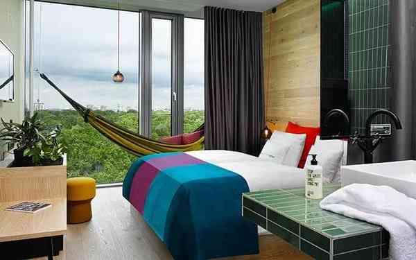 Không gian phòng ngủ sinh động với những màu sắc tươi trẻ