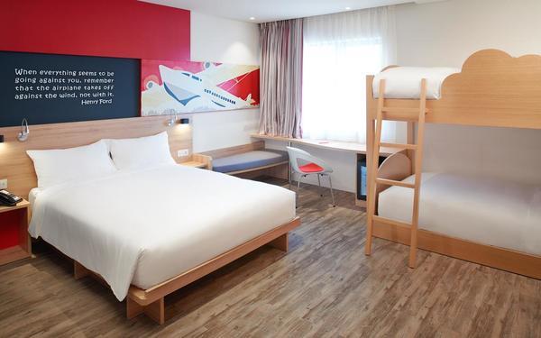 Thiết kế phòng ngủ dựa trên chủ đề máy bay tạo nên không gian sinh động