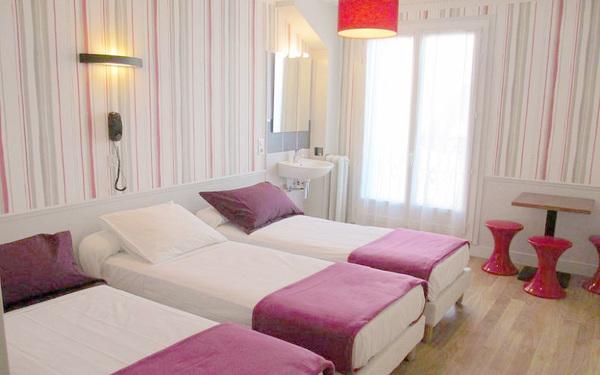 Phòng ngủ với những gam màu hài hòa và nội thất tiện nghi