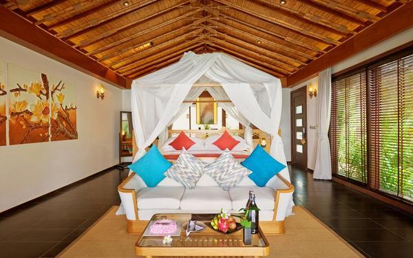 Bày trí nội thất phòng ngủ cân đối đẹp mắt của Amiana Resort