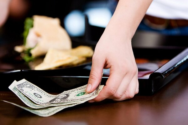 Room service theo sát thủ tục tiền mặt
