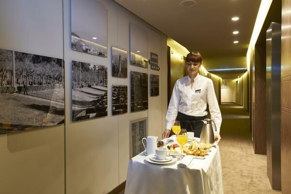 Room Service là gì? Đây chính là dịch vụ phục vụ ăn uống tại phòng nghỉ khách sạn