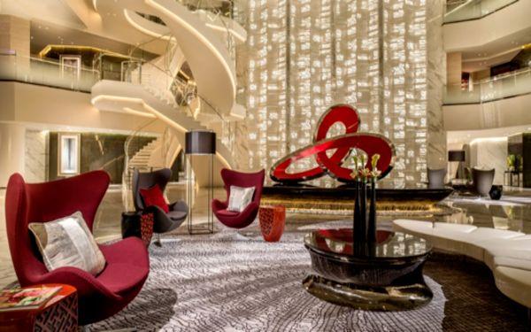 Kết cấu nội thất uốn lượn tạo vẻ đẹp sắc sảo cho không gian sảnh