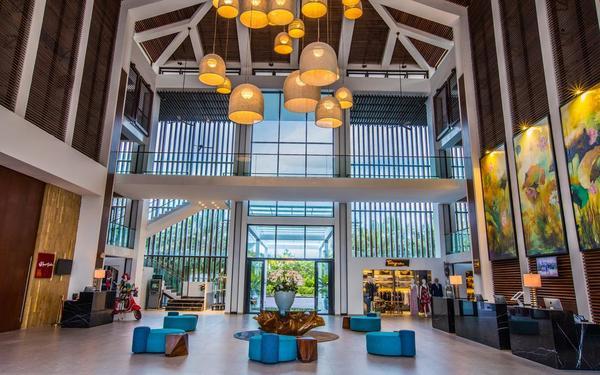 Thiết kế sảnh nổi bật với gam màu hài hòa của Sunrise Premium Resort