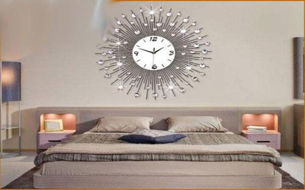 Trang trí phòng ngủ nổi bật bằng đồng hồ nghệ thuật