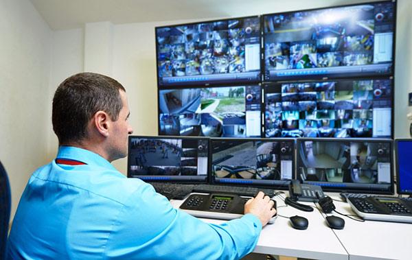 Nhân viên an ninh cần biết sử dụng các công cụ máy móc hỗ trợ công việc của mình