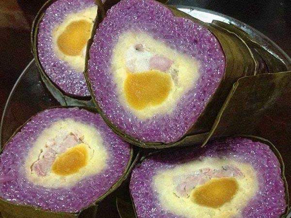 Bánh tét lá cẩm - Đặc sản Cần Thơ, độc đáo với màu sắc lạ mắt