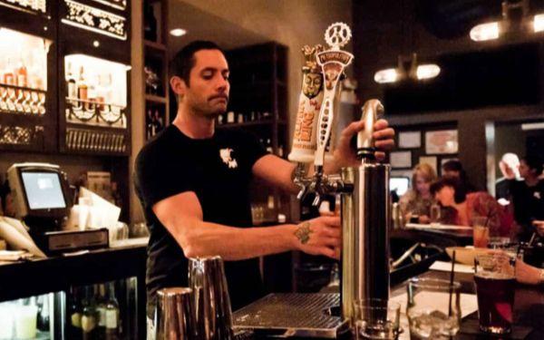 Bar Back là gì? Công việc của một Bar Back ở khách sạn như thế nào?