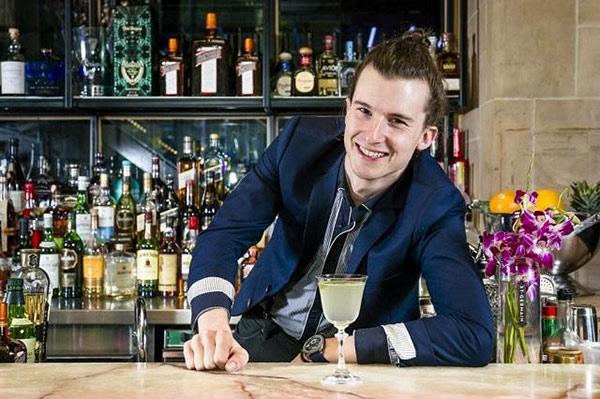 Bar trưởng là người thành đạt, có nghiệp vụ chuyên môn cao