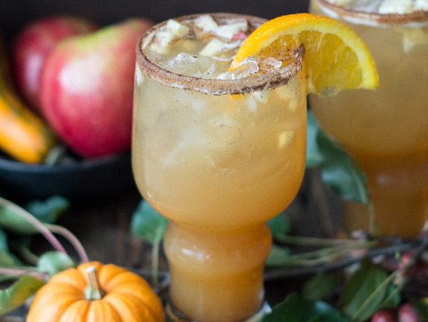 Pumpkin Apple Cider Shandy ngon là sự kết hợp của bia bí đỏ và rượu táo