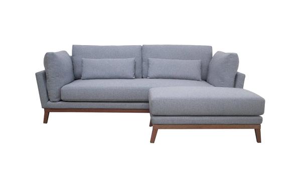 Bộ ghế dài cao cấp được bố trí phổ biến trong phòng ngủ khách sạn