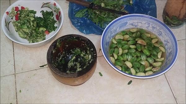 Cà đắng giã ăn kèm với cơm để gia tăng thêm hương vị độc đáo