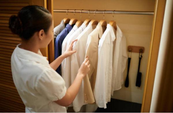 Nhân viên giặt là cần nắm rõ những tiêu chuẩn ứng với từng loại trang phục khác nhau