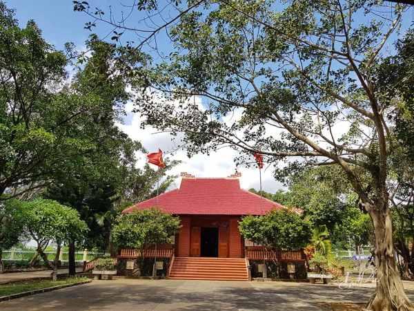 Nhà thờ Bác Hồ được đặt trang nghiêm tại cao nguyên Vân Hòa