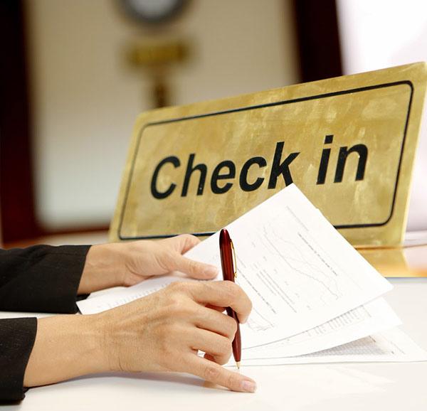 Check-in khách sạn để có thể nhận phòng