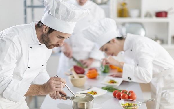 Chef de partie là gì? Chi tiết công việc và vai trò chính của Chef de partie