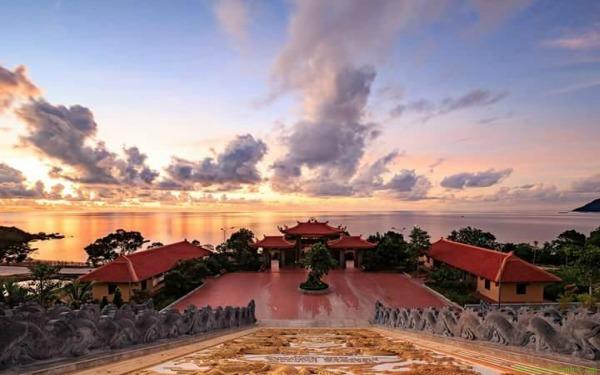 Chùa Hộ Quốc view biển: Danh lam thắng cảnh không thể không đến