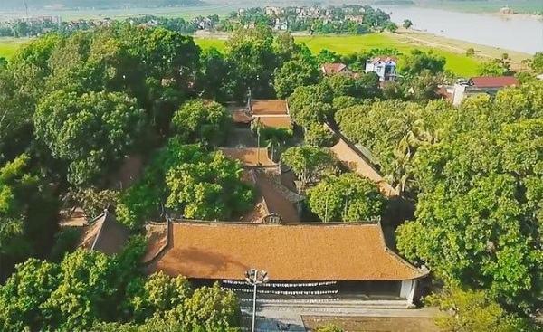 Chùa nằm giữa sông Thương và sông Lục Nam