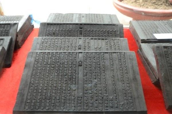 công trình hệ thống tượng Phật, hoành phi câu đối, tranh, bia đá trải quan nghìn năm lịch sử vẫn còn in đậm