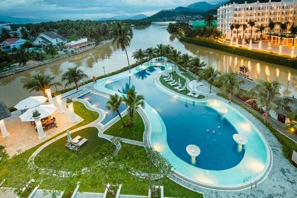 Bơi lội là hoạt động giải trí không thể thiếu trong các khu nghỉ dưỡng