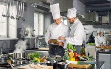 Commis chef là gì? Những kinh nghiệm mà Commis chef cần sở hữu