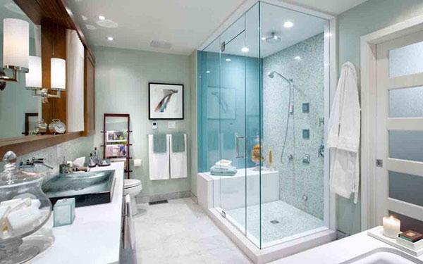 Nhà tắm bằng kính giúp sàn nhà ít bị lênh láng nước hơn