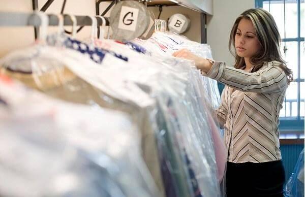 Khâu kiểm tra và bao gói sau đó trả đồ cho khách hàng