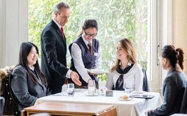 Hospitality industry là gì? Tiềm năng phát triển của ngành ra sao?