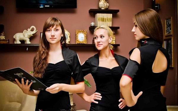 Hostess là gì? Tầm quan trọng của công việc Hostess đối với khách sạn
