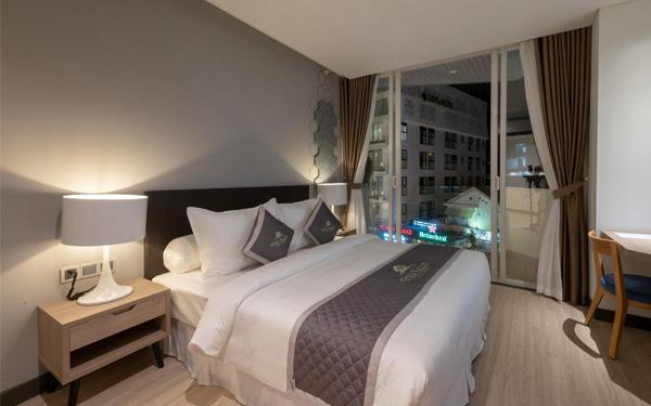 Những chiếc gối tạo điểm nhấn nổi bật cho không gian phòng ngủ khách sạn