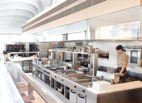Khu vực bếp nấu cũng cần được thiết kế tối ưu giúp hoạt động nấu nướng được thuận lợi nhất