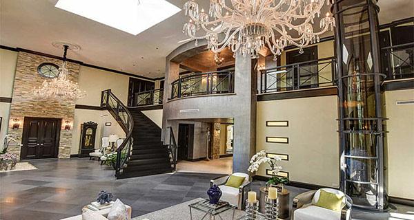 Kết cấu thang bộ và thang máy trong khách sạn