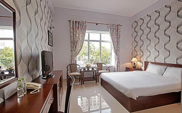 Phòng ngủ khách sạn 2 sao tiện nghi đầy đủ