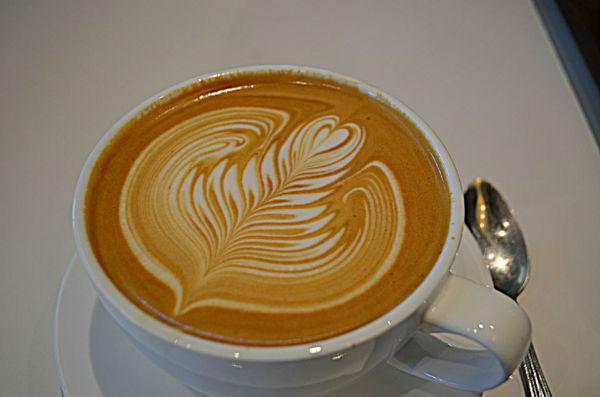 """So với cappuccino thì latte có lớp bọt sữa """"mỏng"""" hơn"""