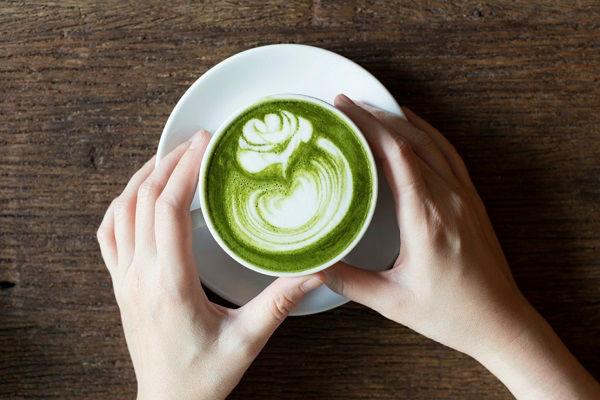 Matcha latte là một biến táu sáng tạo rất được giới trẻ ngày nay yêu thích